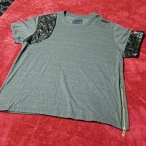 Akadmiks Tee Shirt w faux leather